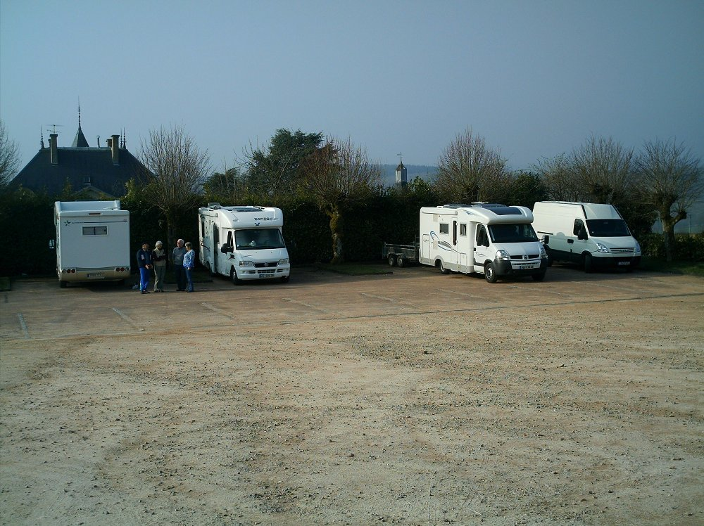 Aire camping-car à Anost (71550) - Photo 1